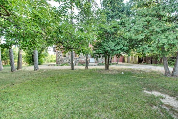 Fieldstone Vacation Home in Ann Arbor