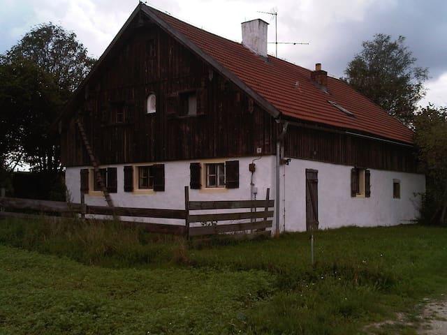BAUERNHAUS in ALLEINLAGE - Brennberg bei Regensburg