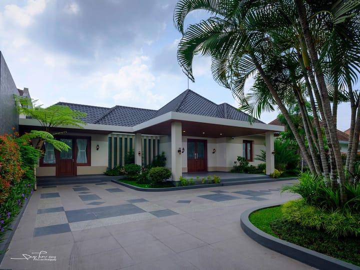 Cozy Dutch Style House at Jalan Ijen Malang