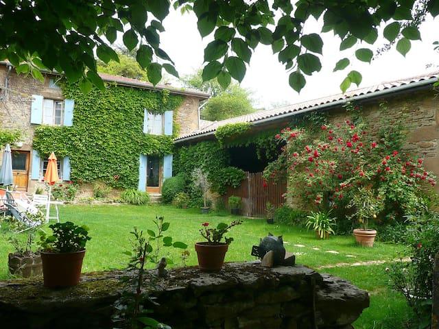 Maison de caractère au sud de Lyon - Saint-Martin-d'Août - House