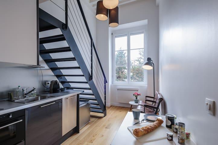Croix Rousse bijou studio flat