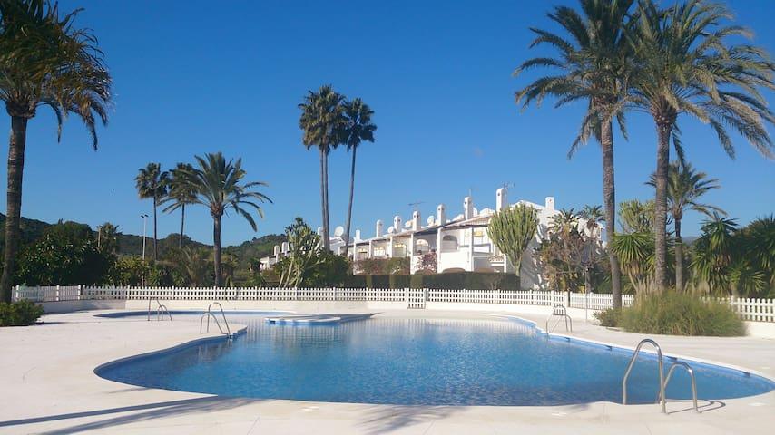 3 bedrm Villa S/Pool SatTV A/C - Estepona - Villa