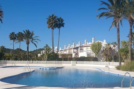 3 bedrm Villa S/Pool SatTV A/C - Estepona