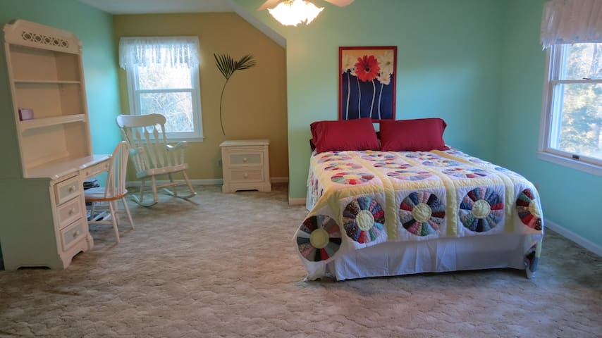 Huge, private bedroom and bathroom - Sellersburg