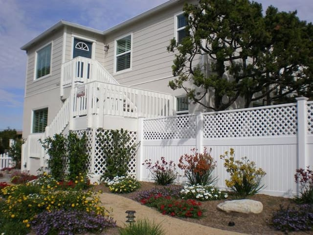 1300 sq. ft. Windansea rental/ 3BR (upstairs unit) - San Diego - Apartamento