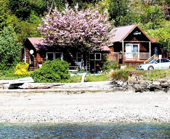 Charming Waterfront Home Hoodsport - Hoodsport - Hytte