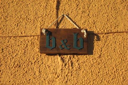 B&B  La casa tra i vigneti  - Montecalvo versiggia