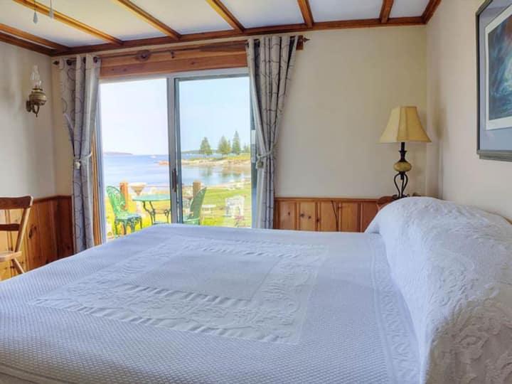 Island Queen Motel Suite
