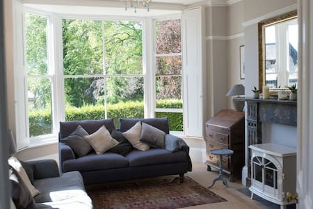 Large, stylish luxury 2 bed garden flat