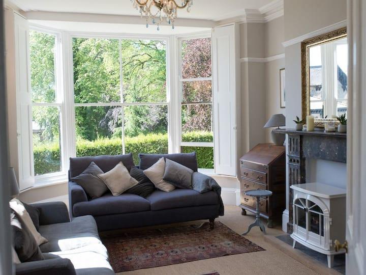 Large, stylish luxury 2 bed garden flat