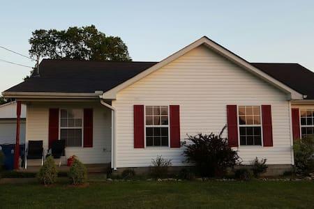 Suburban Quiet Near Nashville, MTSU - 머프리즈버로(Murfreesboro) - 단독주택