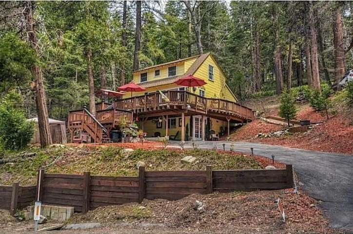 Cottage In The Woods, Rent 2 nights, get 3rd free