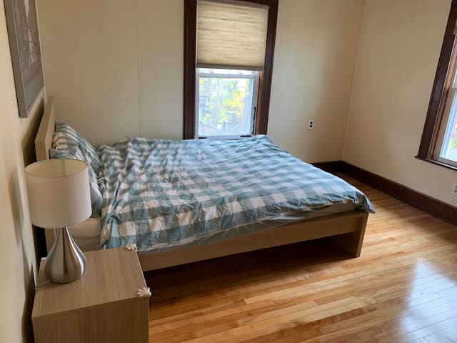 Clean, quiet large private room in Medford MA