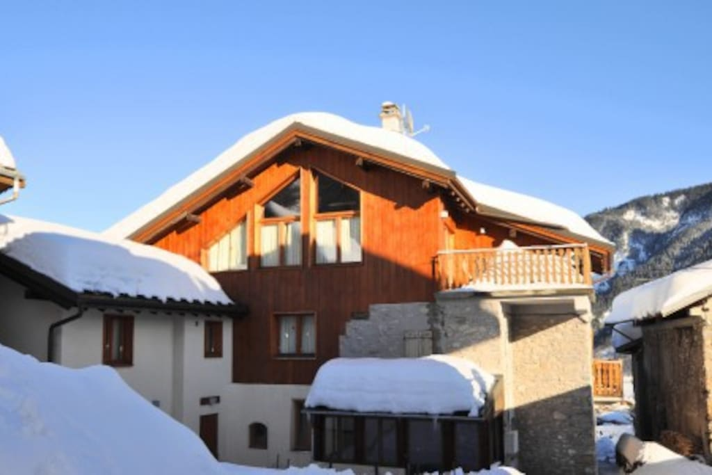 Gorgeous ski chalet chalets louer saint jean de for Garage web car saint jean du falga avis