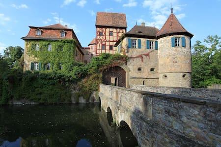 Zimmer im Schloss in luftiger Höhe - Unsleben