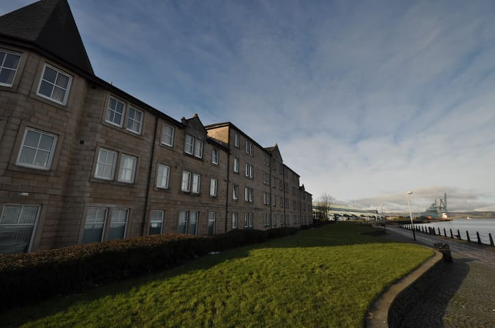 60 One bedroom en suite apartments  - Greenock - Apartment