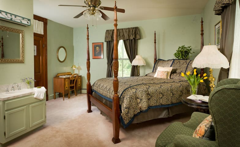 Lovely Queen B&B Room with Full Breakfast - Afton - Bed & Breakfast