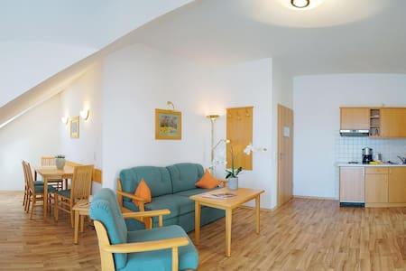 Kurhotel Schatzberger (Bad Füssing), Wohnung Typ I (50qm) mit Balkon und Küchenzeile
