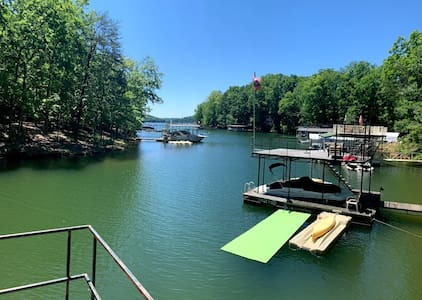 Rustic Lake Cottage In Quiet Cove on Lake Lanier!