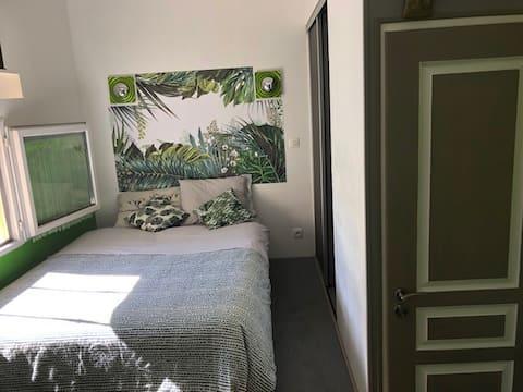 jolie petite chambre  a 6 kms d Aix en Provence