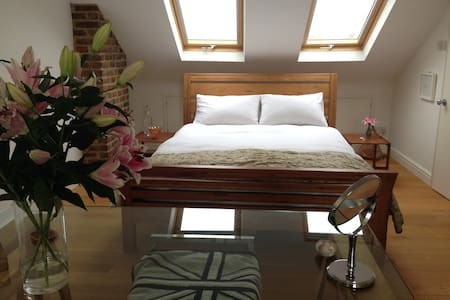 Beautiful Spacious Loft & En Suite - Casa