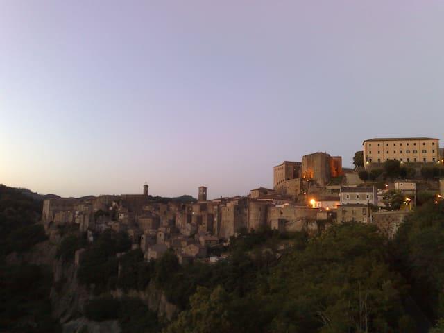 TRILOCALE IN BORGO MEDIEVALE - Sorano - Apartamento