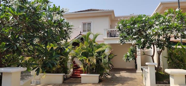 Beautiful five bedroom villa for short term rental