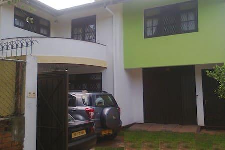 Nanayakkara Holiday Home - Dehiwala-Mount Lavinia - Apartemen