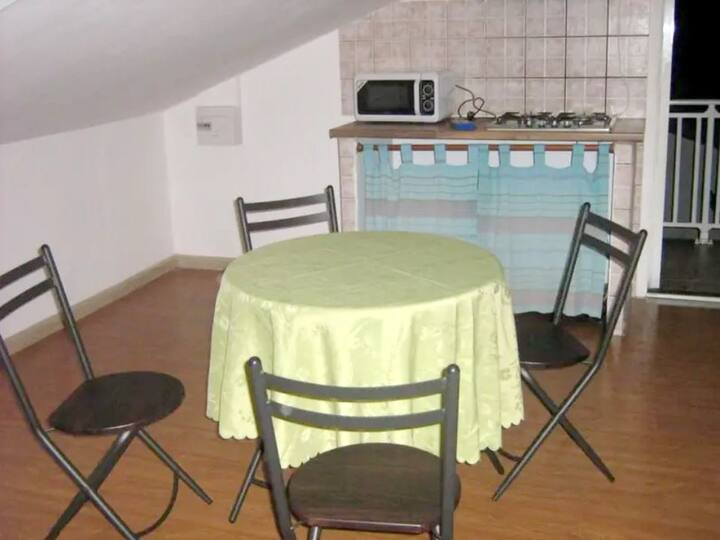 Studio in Saint Andre, with wonderful sea view, enclosed garden and WiFi - 17 km from the beach