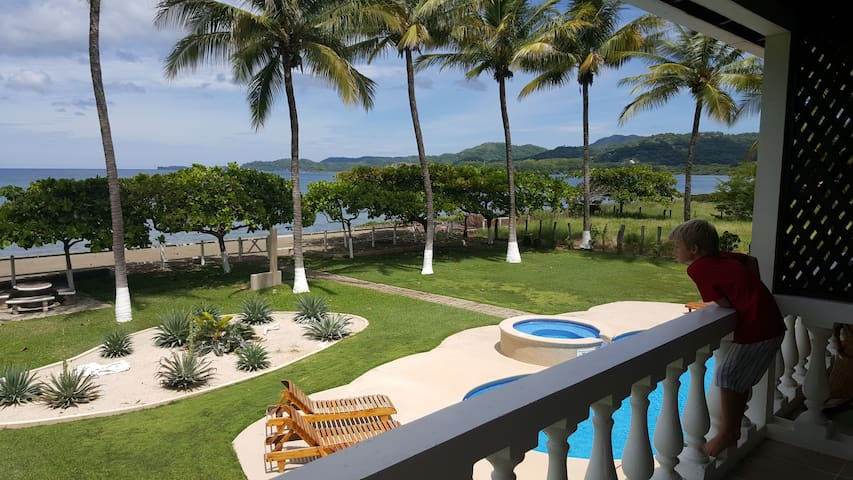 Beachfront 2 BR condo in Costa Rica - Playa Potrero - Kondominium