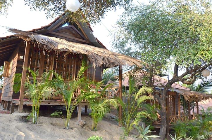 Tropical Wooden Cottage - บากา - กระท่อม