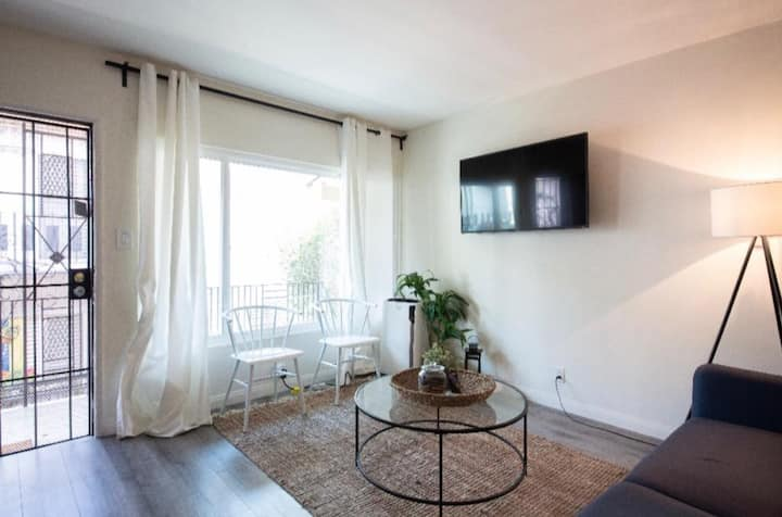 Spacious 1BR apt off Sunset Strip