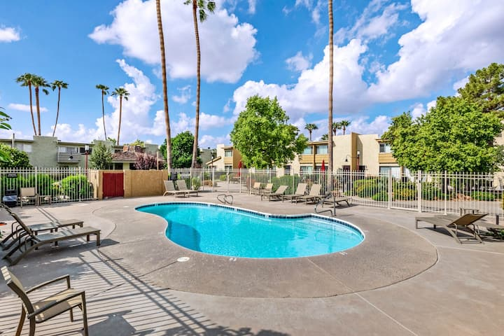 Beautiful condo w/ poolside patio & shared pool - close to Phoenix & Scottsdale