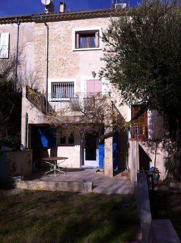 Maison de village en narbonnais - Ouveillan - Hus