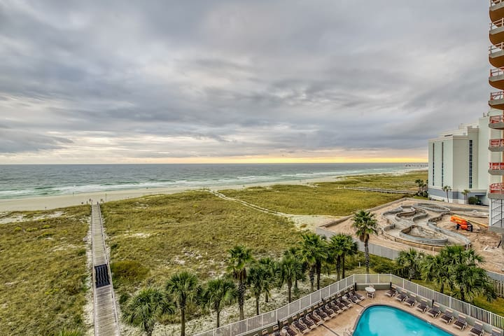 Waterfront condo w/ attractive layout, multiple pools, hot tub, & grilling area
