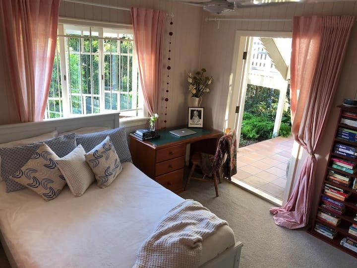 Felicity's room