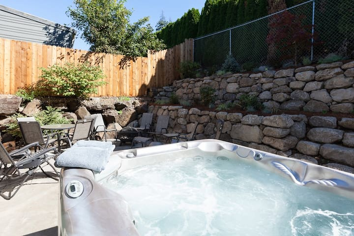 Downwinder - Hot tub! A/C,Summer Availability, Views, Minutes from Downtown