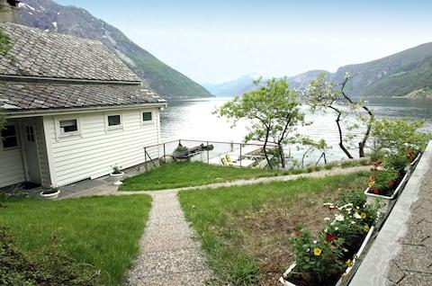 """Fjordperlen - En """"Perle"""" ved vannkanten"""