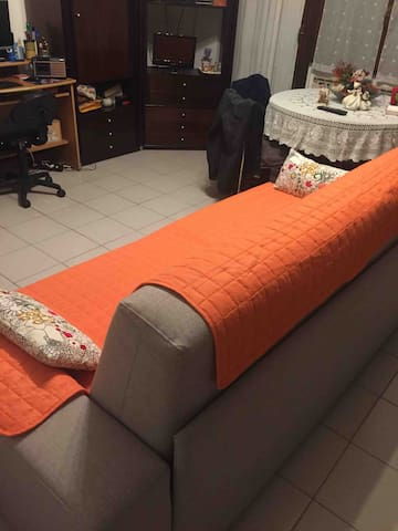 Stanza condivisa divano letto