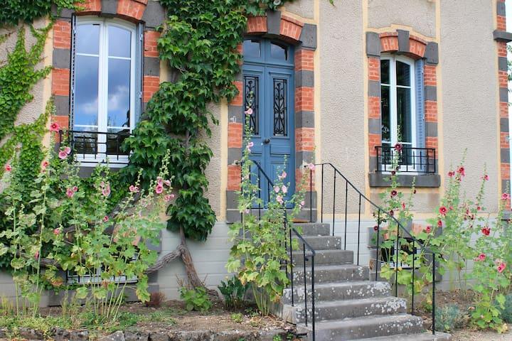 Maison de famille au coeur du Cantal