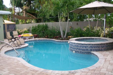 Private Bedroom, close to Wilton Manors. - Oakland Park - Rumah