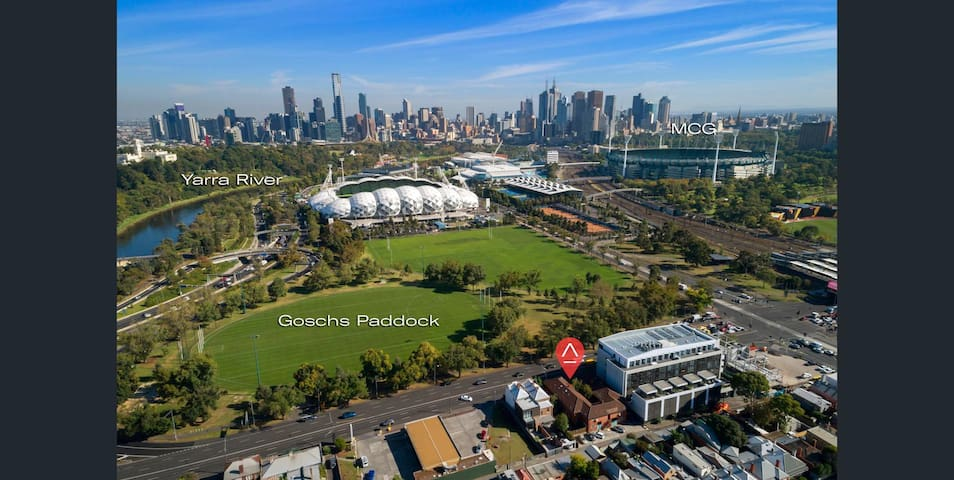 Short walk to Richmond Station, the botanical gardens, the city, MCG & tennis centre, Swan ST & Bridge Rd, and sports/concert precinct.