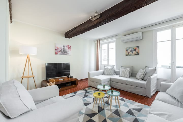 Large apartment in the old town - 2 bedrooms AC