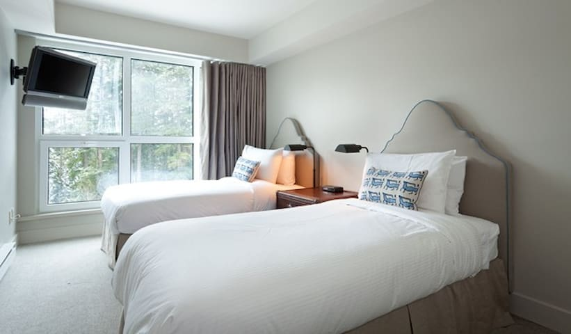 Ski-in-ski-out 3 Bedroom Condo at Blackcomb Base - Whistler - Apartament