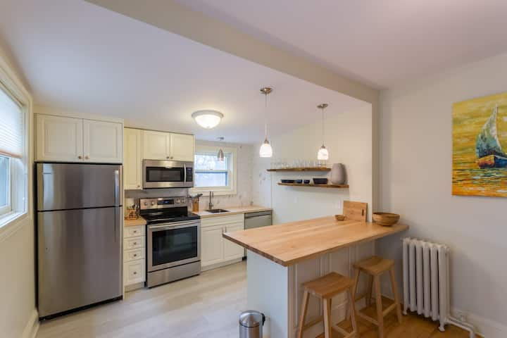 Large Condo. Heart of City / South End. Parking