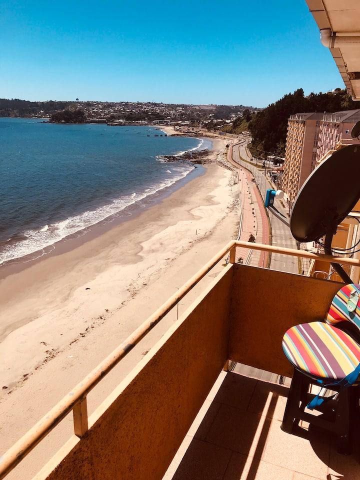 Hermosa vista frente al mar, playa Bellavista
