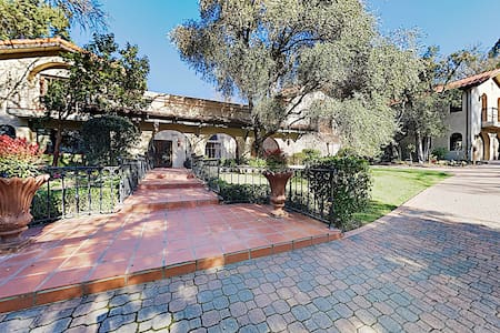 New Listing! Lavish 5-Unit San Antonio Estate