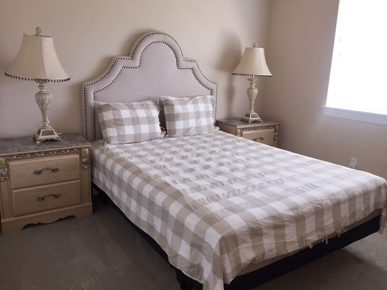 全新的queen size 的床及床单