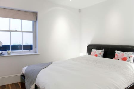 Bedroom in luxurious flat, Pimlico