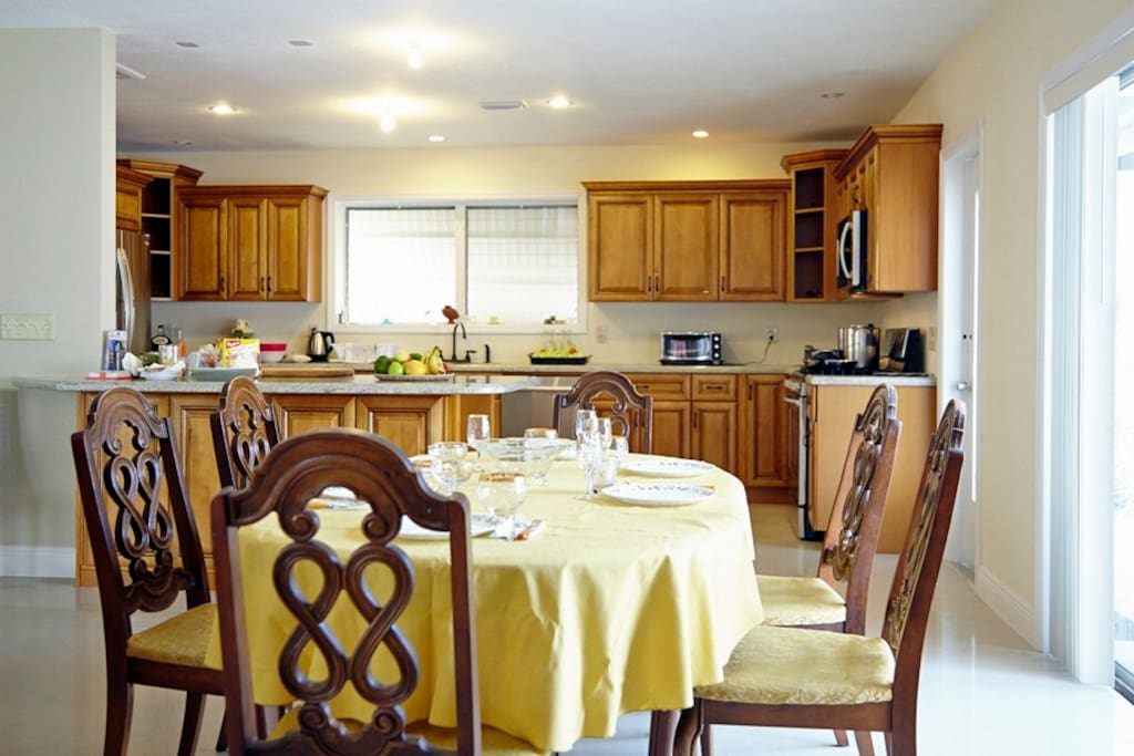 New kitchen with dining room - plenty of room for family dinner or board games!